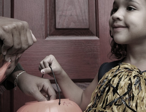 4 Trick or Treat Tips to Keep Your Kids Safe On Halloween